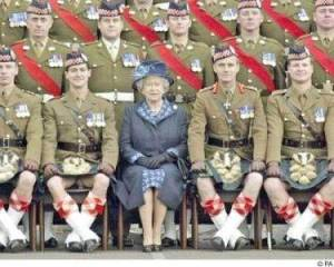 queen_and_soldiers
