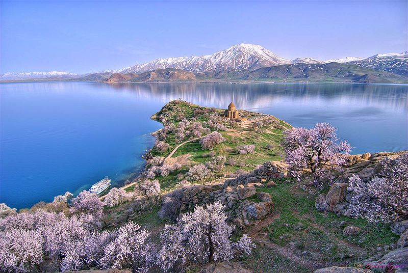 Akdamar-Island-Armenian-Cathedral-of-the-Holy-Cross
